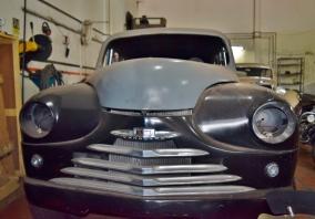 Hot Rod montado sobre chassi de Vanguard 1951 tem carroceira de fibra de vidro e mecânica de Chevrolet Omega
