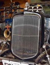 D'Aquino recriou a grade frontal do Chevrolet 1933 em alumínio
